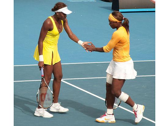 Сестры Уильямс сыграют друг против друга в финале Australian Open