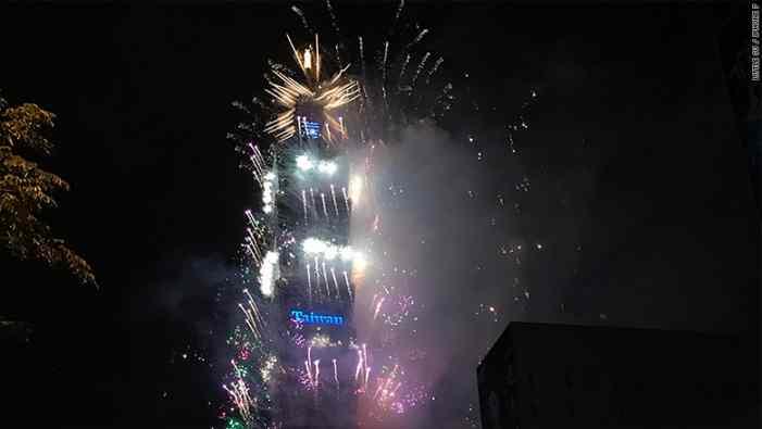 Новогодние фейерверки в снимках с iPhone 7