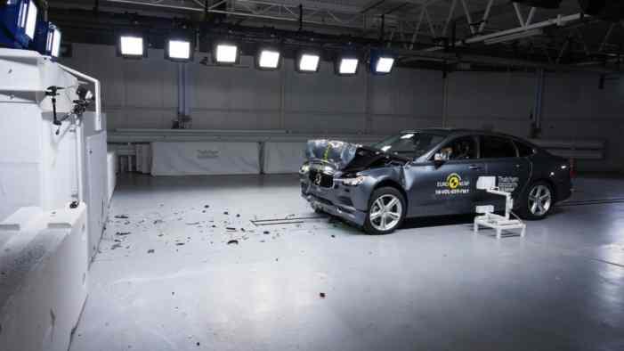 Новые Volvo S90 и V90 разбили на краш-тесте Euro NCAP