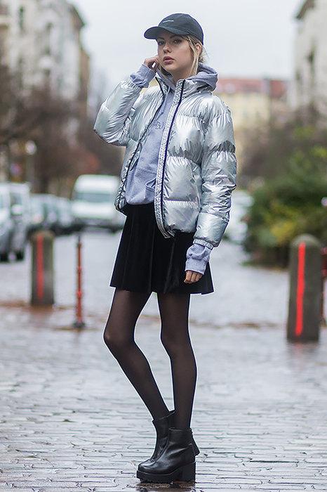 С туфлями, юбкой или костюмом: 10 модных идей, как носить толстовку с капюшоном