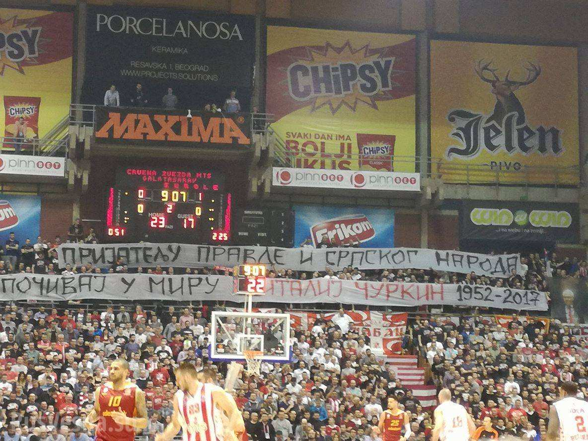 Сербские болельщики почтили память Чуркина (ФОТО, ВИДЕО)