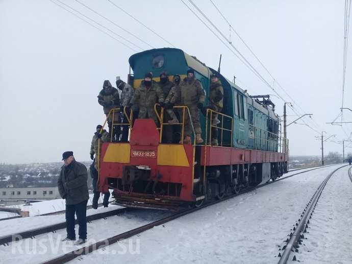 На грани катастрофы: как блокировка Донбасса радикалами поставила Украину под удар (ВИДЕО)