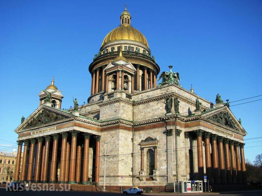 Синяя лента как новый символ либералов? — о манипулировании поведением толпы вокруг Исаакиевского собора