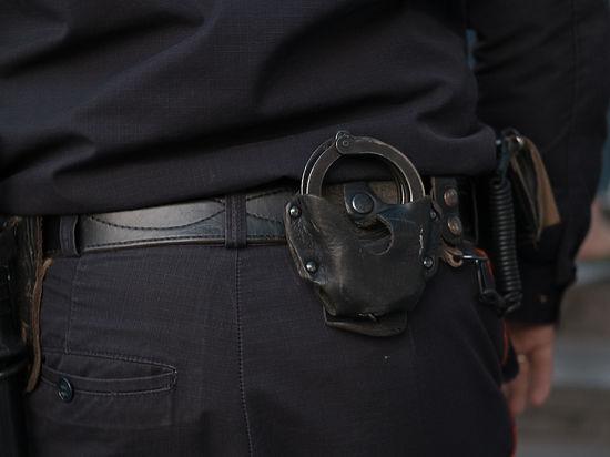 В московском метро задержали мужчину с боевыми пистолетами и автоматами