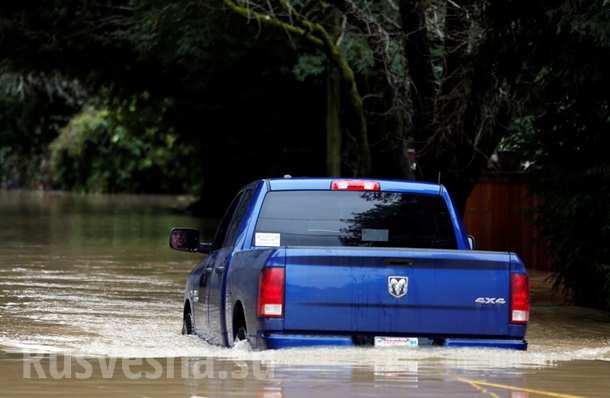ВКалифорнии город ушел подводу, идет эвакуация (ФОТО, ВИДЕО)