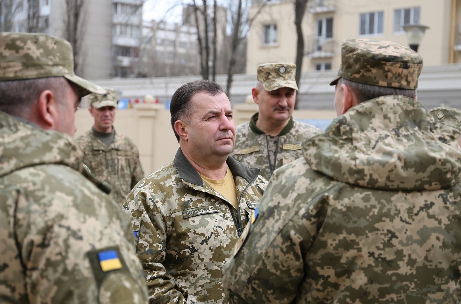 Полторак заявился с проверкой на одесскую гауптвахту и пообщался со штрафниками ВСУ