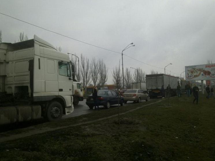 В Днепропетровске задержали фуры с львовским мусором и отправили их назад во Львов