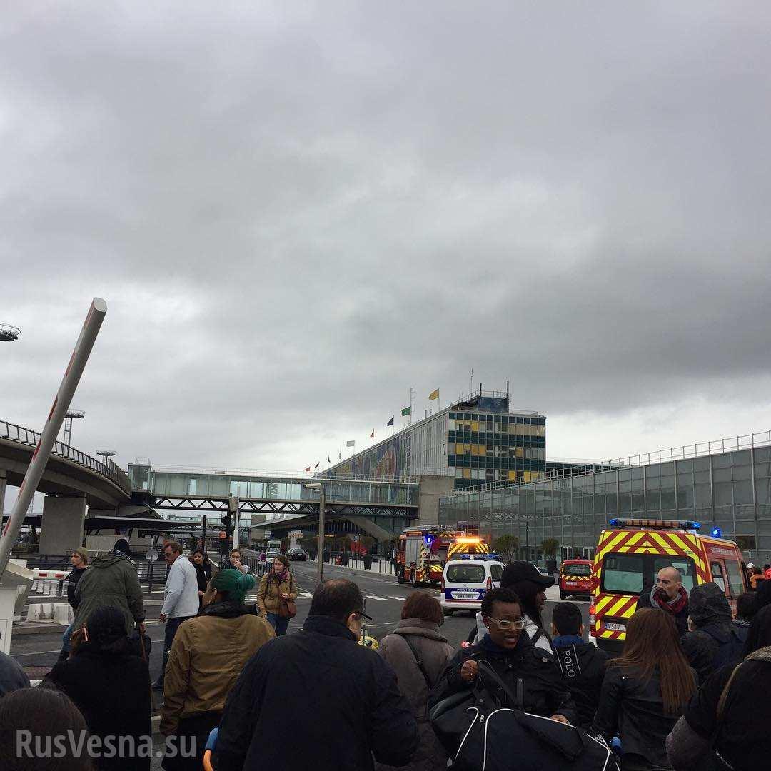 СРОЧНО: Спецоперация в аэропорту Парижа (+ФОТО, ВИДЕО)