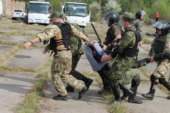Усмирение Закарпатья: Киев провел учения по подавлению беспорядков в Мукачево