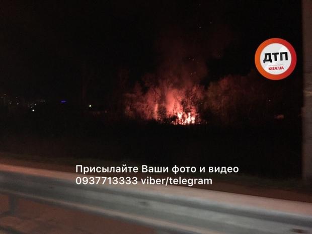 В киевской Дарнице ультраправые сожгли цыганский поселок — пламя от пожара было видно на километр
