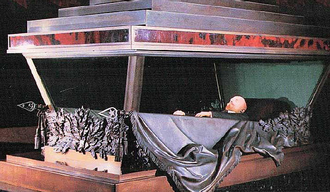 Известный священник призвал отложить споры о захоронении Ленина ради блага России