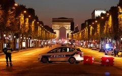 При стрельбе на Елисейских Полях в Париже погиб полицейский