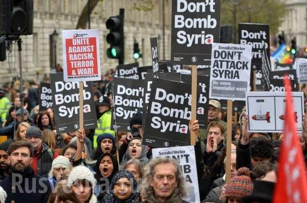 «Позор Трампу! Позор Мэй!» — в Лондоне прошёл митинг против ударов по Сирии (ВИДЕО)