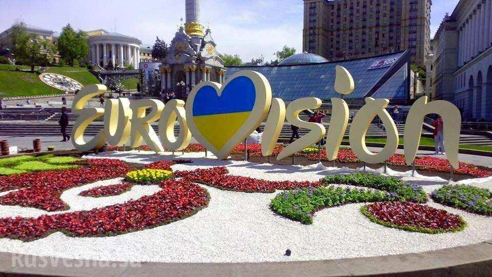 Типичная Украина: вКиеве вытоптали клумбу вокруг логотипа «Евровидения» (ФОТО)