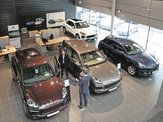 Покупатели автомобилей стали экономить на понтах