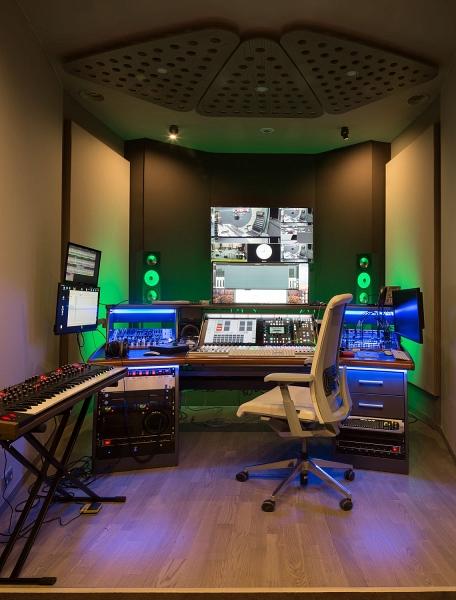 «Новое радио» вещает из новой мультимедийной студии