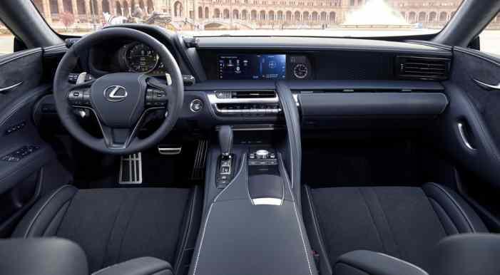 Летом в России появится новинка Lexus
