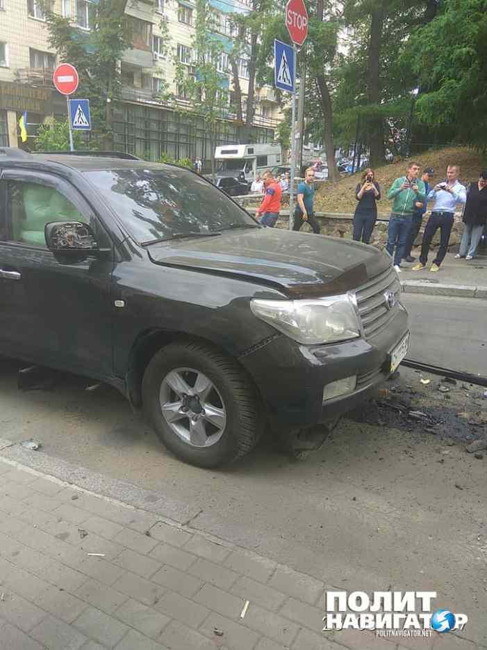В центре Киева взорвали джип бизнесмена из Севастополя. У Турчинова тут же вышли на «российский след»