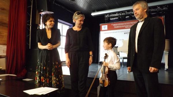 Победителем скрипичного конкурса в Вятском стал Артем Рычагов
