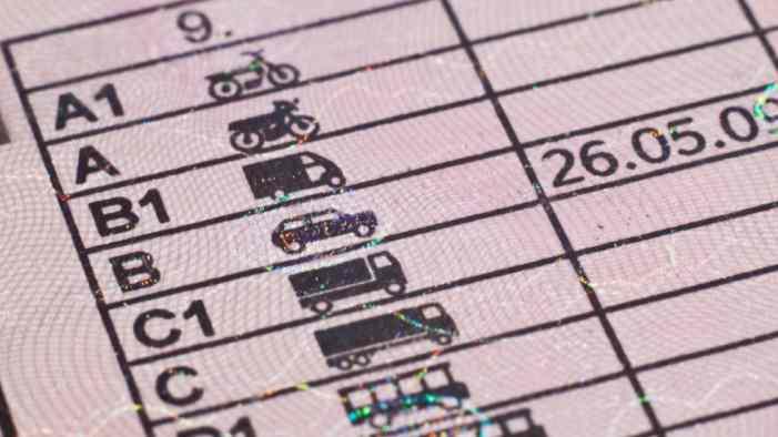 Лишать прав должников по транспортному налогу не будут