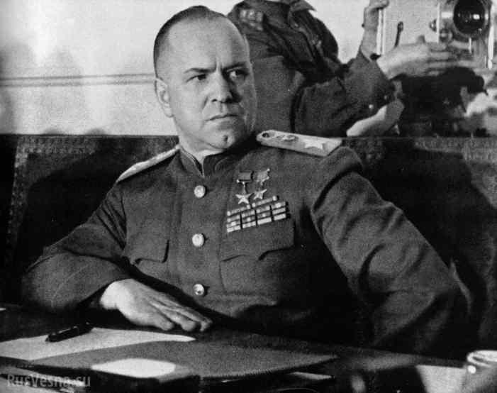 Украинские неонацисты сняли мемориальную доску маршалу Жукову в Одессе (ФОТО)