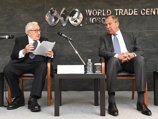 Притяжение риска: почему инвесторов не пугают санкции и российская коррупция