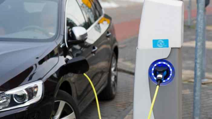 В РОАД считают, что новые ПДД не повлияют на спрос на электрокары