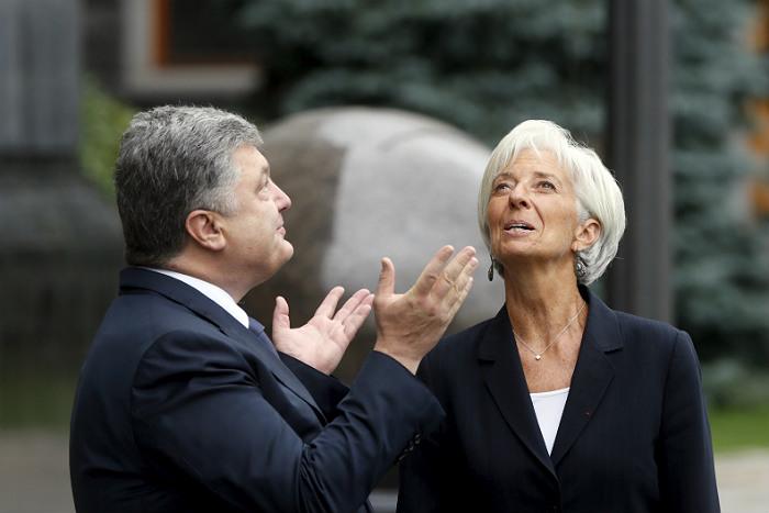 Украинские СМИ: Порошенко якобы удалось убедить МВФ отложить продажу украинской земли