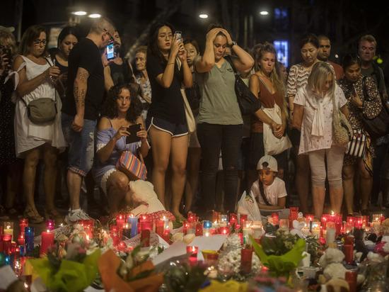 Террорист, въехавший в пешеходов в Барселоне, задержан или убит