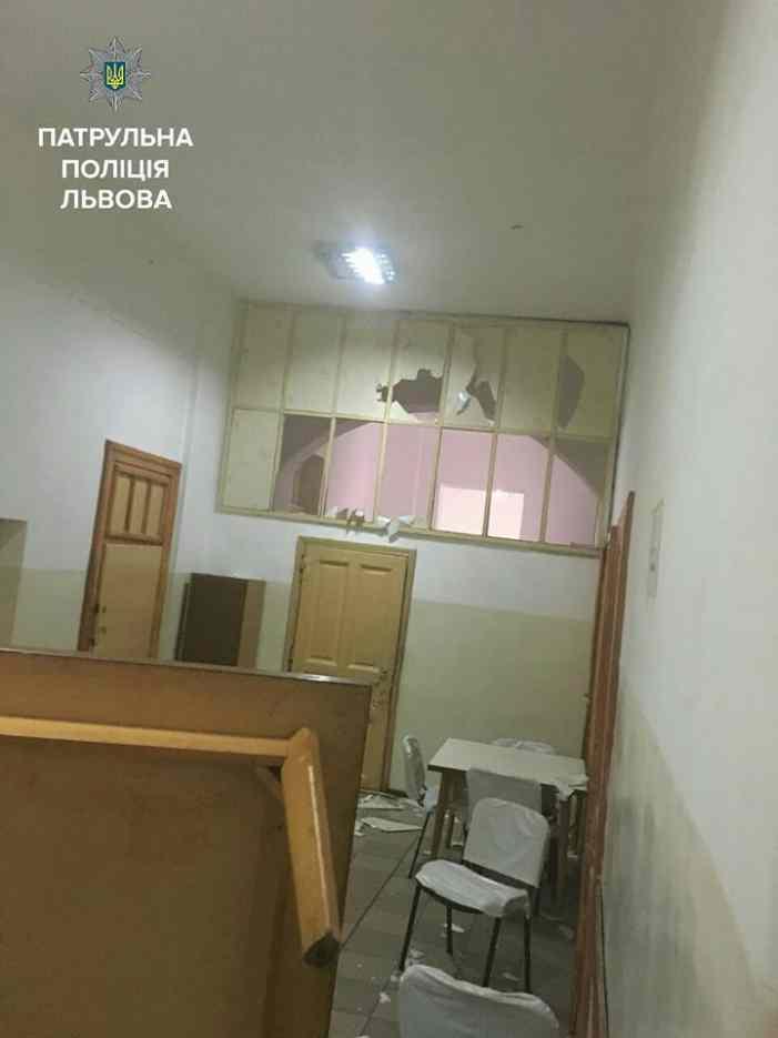 Во Львове убийца отца разгромил психбольницу и захватил пациентов