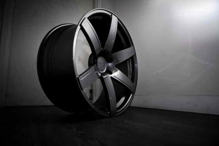 Bentley Bentayga получил карбоновый тюнинг от ателье DMC