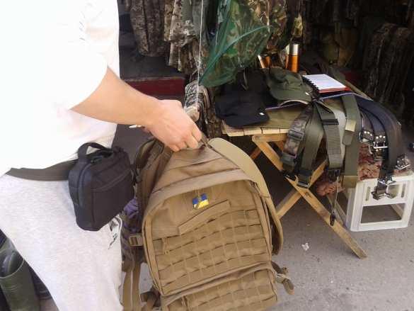 «Украинский прапорщик» неистребим — на львовских рынках вовсю торгуют украденной военной амуницией (ФОТОФАКТ)