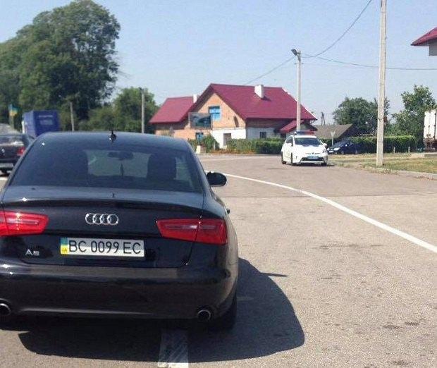 На Львовщине полиция задержала пьяного нардепа от партии Порошенко за рулем