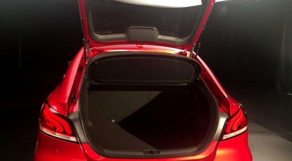 Появились живые фото лифтбека MG 6 нового поколения