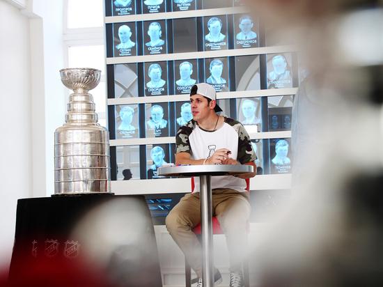 Малкин и Тарасенко набрали очки в первом матче сезона НХЛ