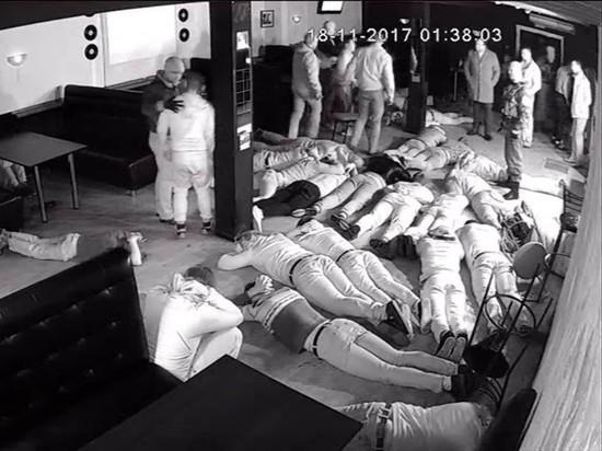Липецкие депутаты показали силовикам устроенный их коллегами погром в кафе