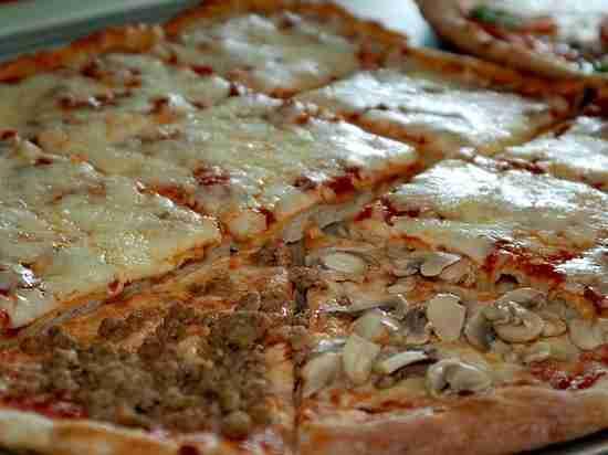 На МКС приготовили пиццу в невесомости: процесс запечатлели на камеру