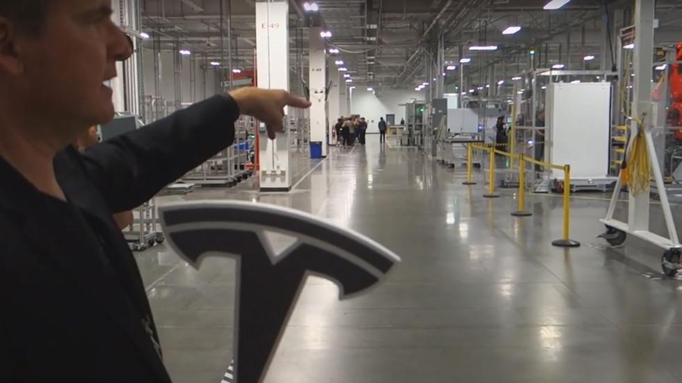 Tesla нарастила производство электрокаров, но провалила план