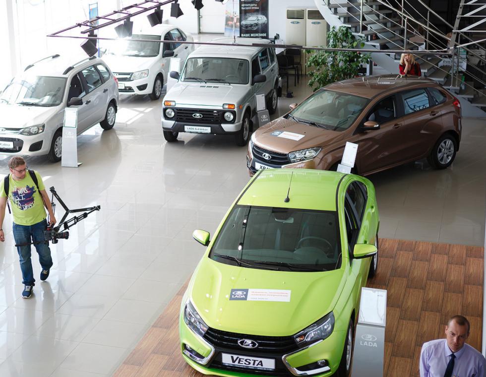 Lada Vesta догоняет Granta в списке самых популярных отечественных моделей