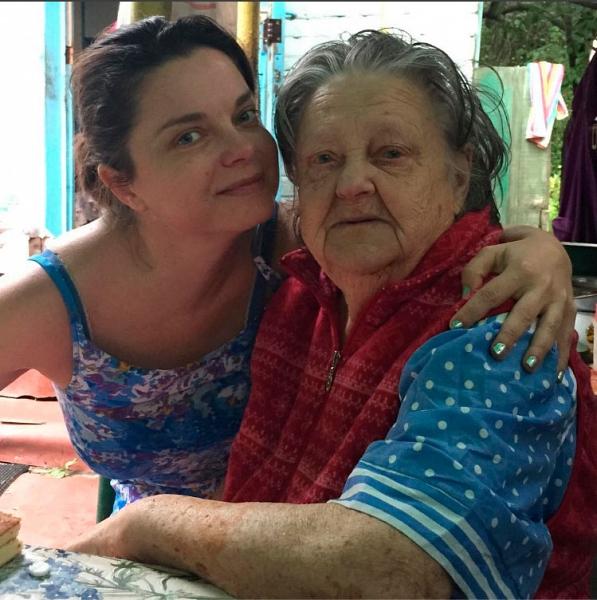 Наташа Королева не может похоронить бабушки на Украине
