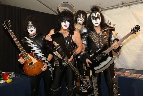 Основателя Kiss обвиняют в домогательствах